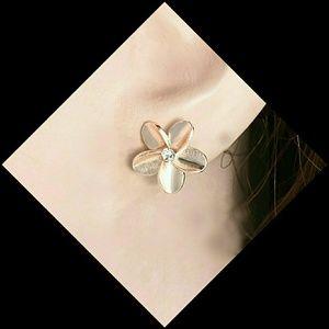 Delicate Zirconia w Rosegold petals (Pierced post)